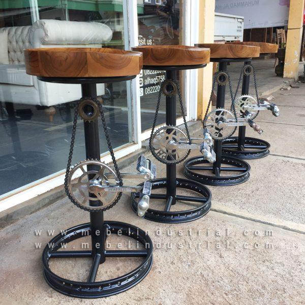 Jual-Kursi-Barstool-Cafe-Vintage-Kaki-Besi-Sepeda-Daur-Ulang